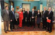 Presidente Piñera y Ministra Schmidt firman la Ley que extiende el Postnatal