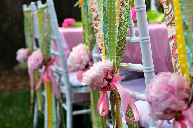 Ideas para fiestas decorar las sillas i - Decorar mesas para eventos ...