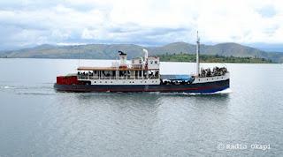 congo belge province de l 39 equateur rdc un bateau calcin avec 30 tonnes de marchandises sur. Black Bedroom Furniture Sets. Home Design Ideas