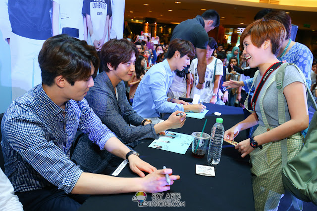 Meet N Greet Autograph session  - CNBLUE x The Class Meet & Greet @ Mid Valley Megamall Grab the opportunity to interact with CNBLUE Photo by Mango Loke