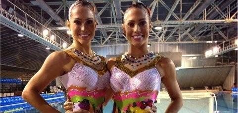 Gêmeas Bia e Branca Feres posam em torneio e exibem o corpo saradíssimo
