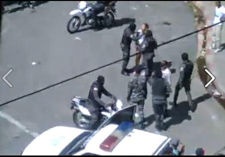 Captado en video como abusan unos policias en REP DOM