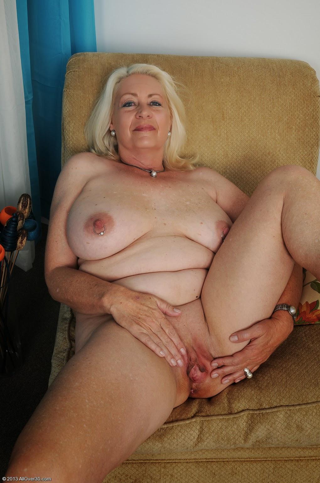 Ролики с голыми старухами