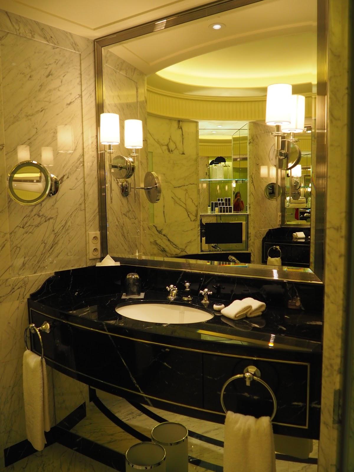 Grand Premier Suite, Peninsula Hotel, Paris, Bathroom