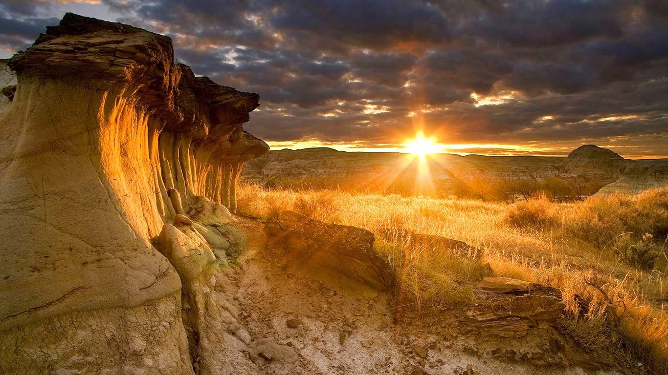 Hoodoos at sunset in Dinosaur Provincial Park, Alberta, Canada (© Eryk Jaegermann/Design Pics/Corbis) 164