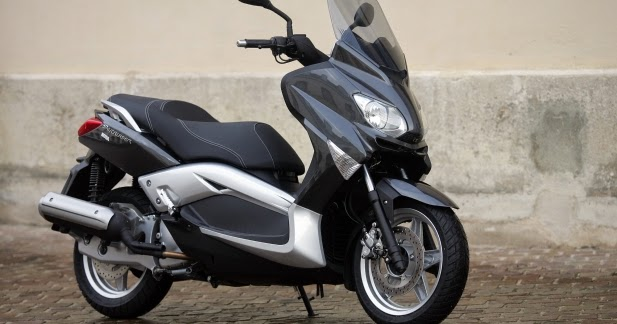 MBK Skycruiser New 125 cc Blue Scooty Photo Gallery