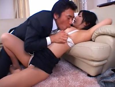 小妹欠了房租 房東笑淫淫說 做愛個幾次就免費讓妳住