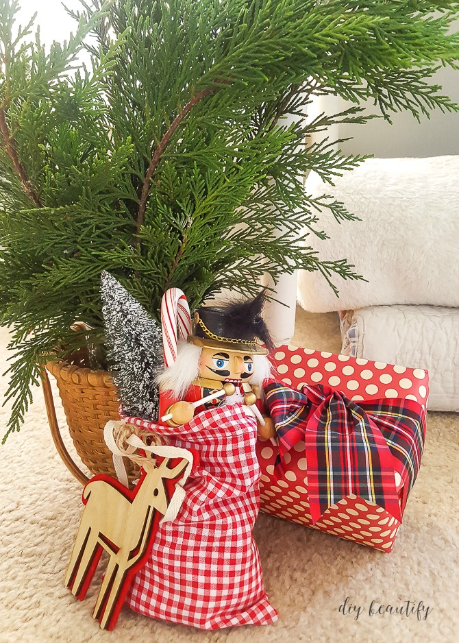 Red and white and plaid Christmas decor | diy beautify