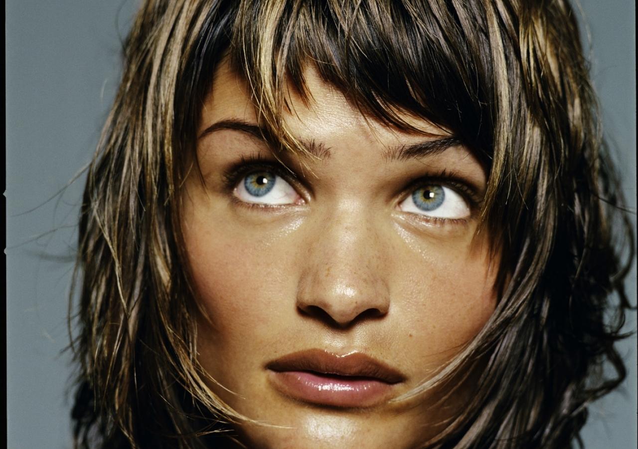 http://2.bp.blogspot.com/-HIGw30EFOAE/Ta8P447p_tI/AAAAAAAALwc/wwdS65j20gs/s1600/michel-comte-women-helena-christensen-frame-2.jpg