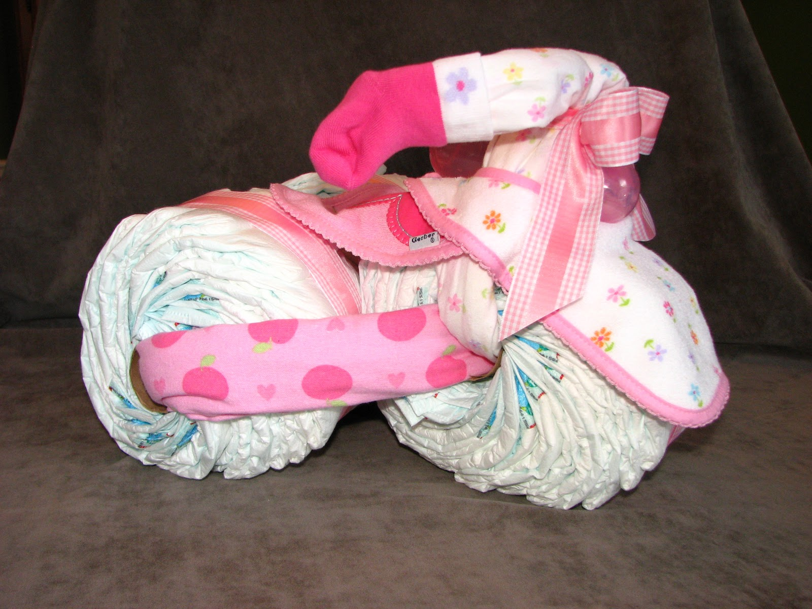 Make Baby Tricycle Diaper Cake