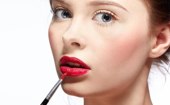 Como consertar borrão na maquiagem