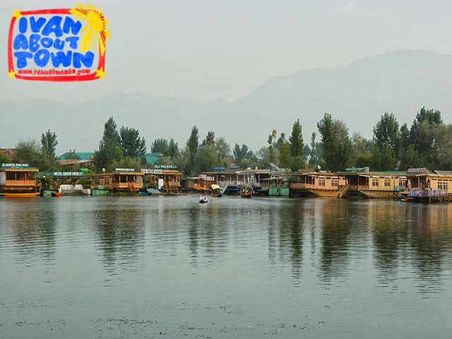 Srinagar houseboat accommodation