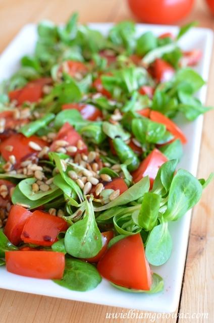 Sałatka z roszponki i pomidorków