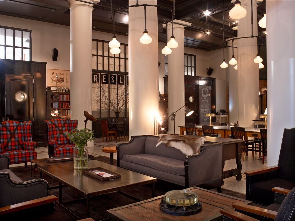 Downtown chic the ace hotel for Hotel interior decor