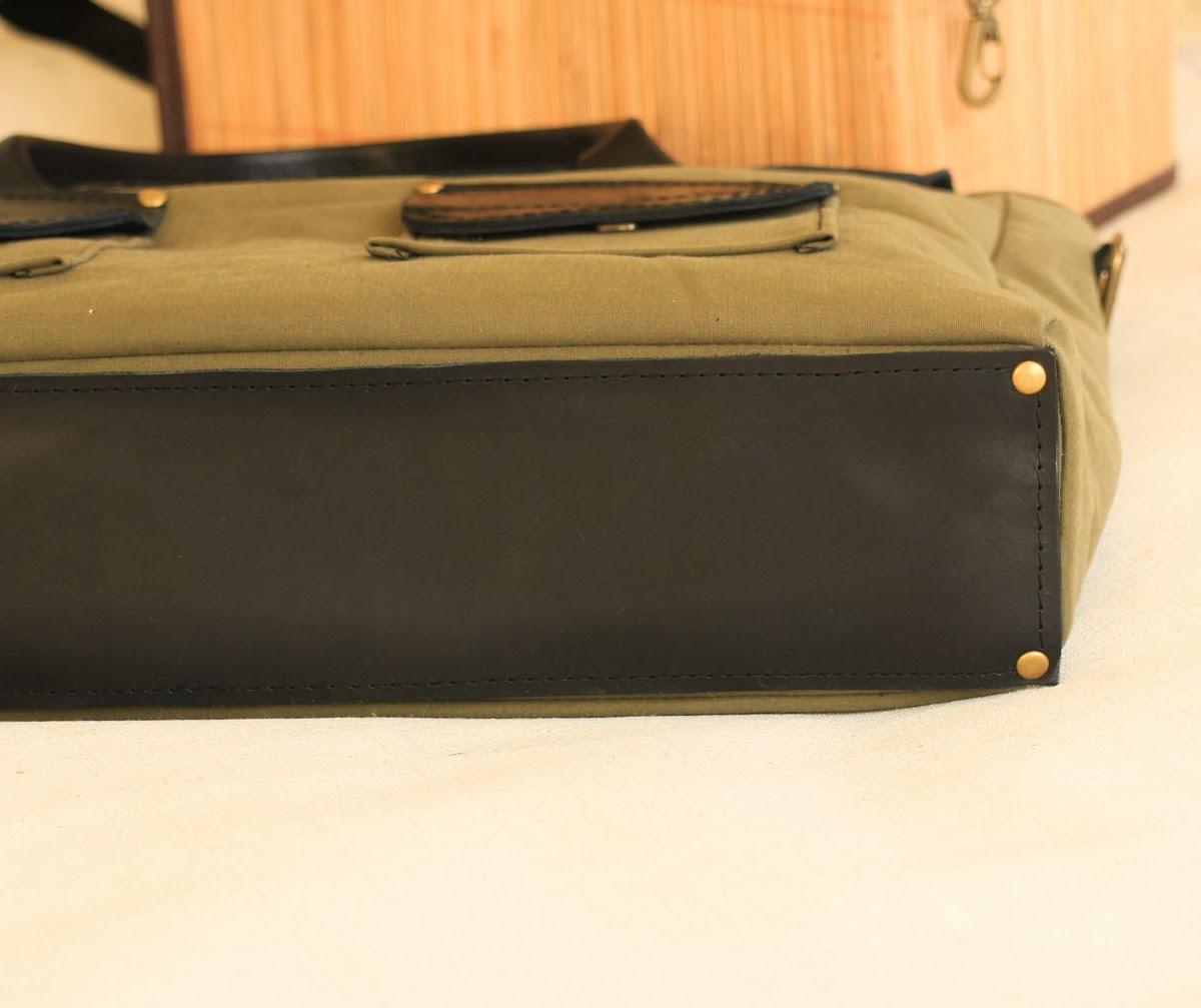 У портфеля глубокий цвет хаки