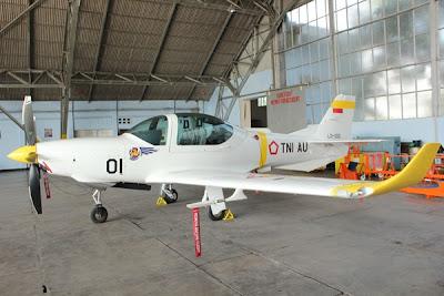 http://2.bp.blogspot.com/-HJzOZ_AkH20/UiLsBtFRipI/AAAAAAAAftw/o7PFjisBg0E/s640/Pesawat+Grob+G120+TP.jpg