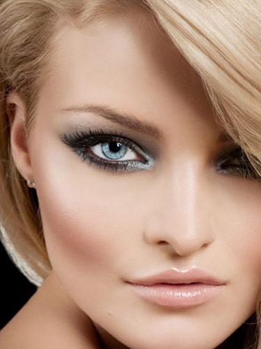 Vuoi fare risaltare i tuoi occhi azzurri - Smokey eyes blau ...