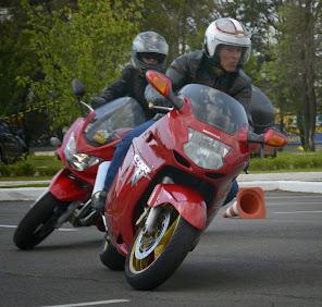 Saídas de curvas, olhar, inclinação, contra-esterço, posicionamento do piloto