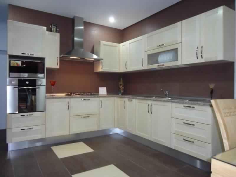 cuisine moderne rouge tunisie avec des id es int ressantes pour la conception de. Black Bedroom Furniture Sets. Home Design Ideas