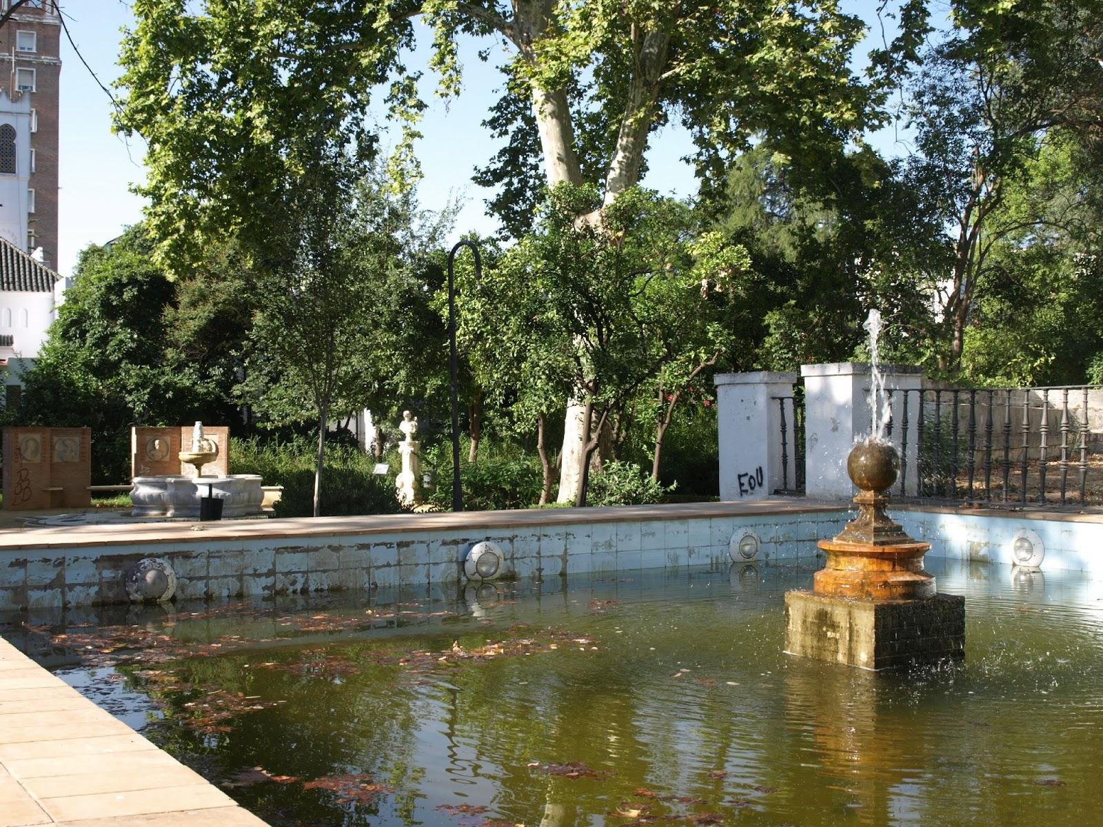 sevilla daily photo el estanque de los jardines de las