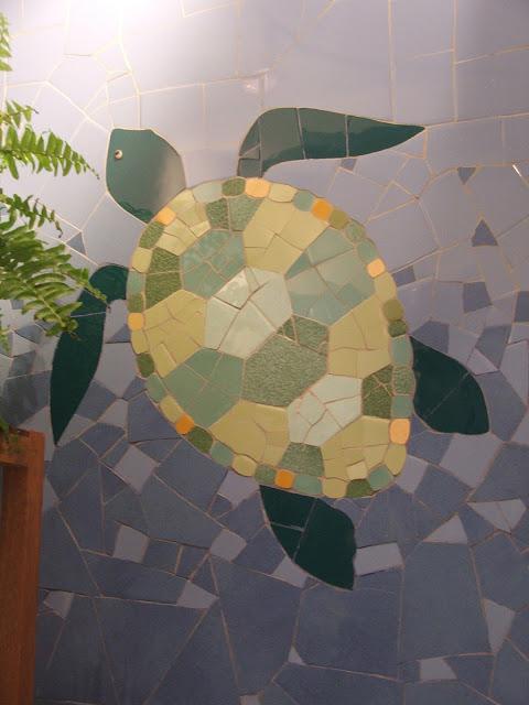 décor mural de salle de bains en mosaïque artisanale réalisé en technique sur filet par un mosaïste d'art professionnel