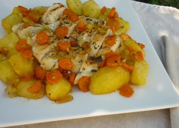 Pechuga de pollo asada con patatas
