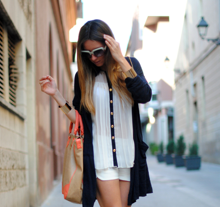 Pleated blouse and fluor touch by fashion blog Mes Voyages à Paris 2