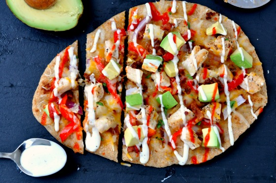Chicken Bacon Flatbread | With great fresh ingredients, spicy sriracha and classic ranch, this flatbread is a perfect dinner recipe.