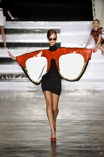 Napszemüveg ruha