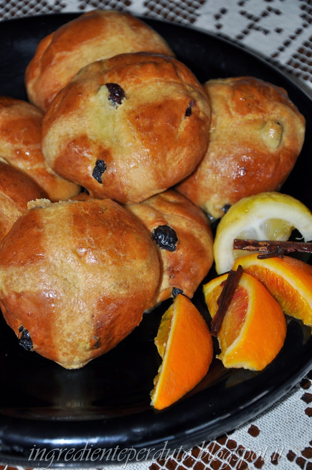 hot cross buns i paini dolci pasquali anglosassoni blogs de cuisine. Black Bedroom Furniture Sets. Home Design Ideas