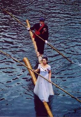 kapal, rakit, sungai, macam kapal, bambu, transportasi unik