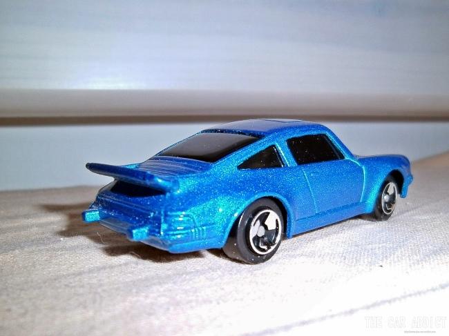 blue Porsche 911 Maisto Model Car