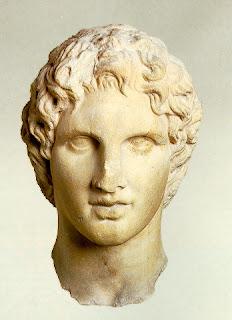 Alejandro era hijo de Filipo II de Macedonia y de Olimpia, nació en Pela, la capital del reino macedonio, el año 356 a.C.. Grecia. Historia de Grecia. Alejandro Magno