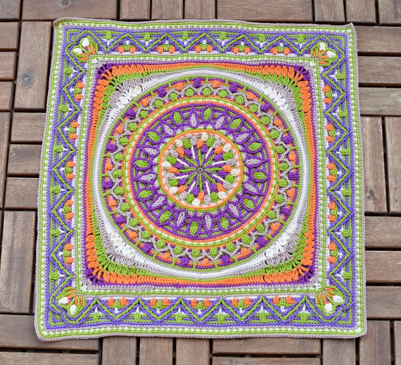 Square edge for a crochet mandala