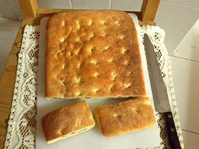 Focaccia Recipe @ treatntrick.blogspot.com