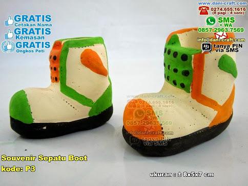 Souvenir Sepatu Boot Gerabah