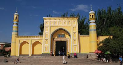 """<a href="""" http://2.bp.blogspot.com/-HMpG64TuPKk/USNJHf1vlzI/AAAAAAAAB84/Ql9pvaBAUW0/s400/Masjid+Termegah+dan+Terbesar+di+Dunia8.jpg""""><img alt=""""Tempat beribadah umat islam, Masjid Termegah dan Terbesar di Dunia, Masjid Id Kah di Kasgar, Xinjiang"""" src="""" http://2.bp.blogspot.com/-HMpG64TuPKk/USNJHf1vlzI/AAAAAAAAB84/Ql9pvaBAUW0/s400/Masjid+Termegah+dan+Terbesar+di+Dunia8.jpg""""/></a>"""