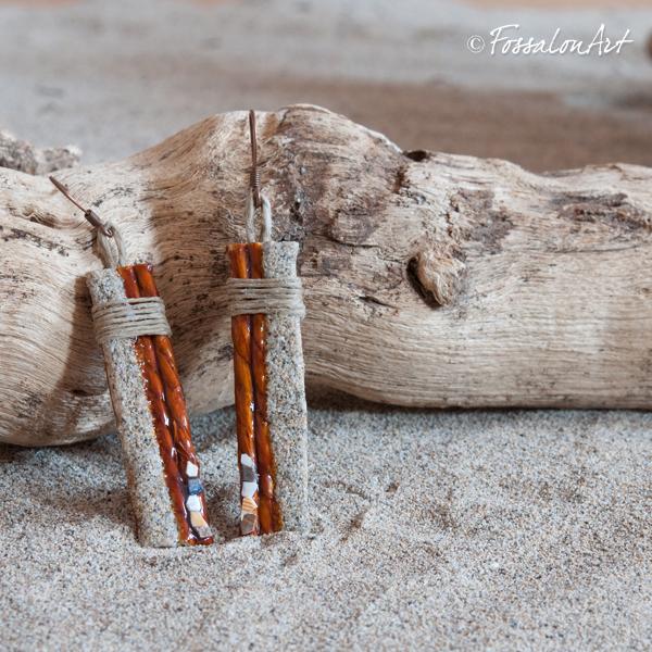 Orecchini in corda, gommalacca, sabbia e frammenti di conchiglie