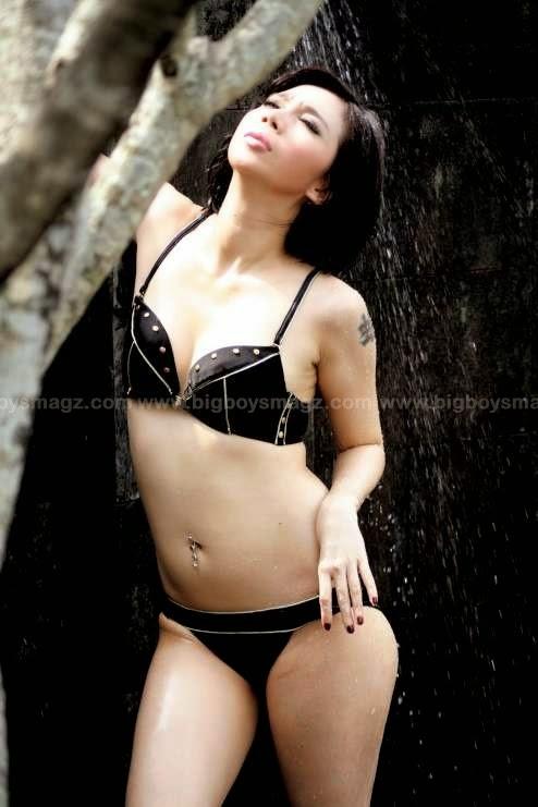 Gambar Bugil Cewe Full Tatoo Pake Bikini Doang