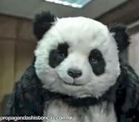 """Nunca diga """"Não"""" ao Panda, versão escritório. Never say no to panda. 2010."""