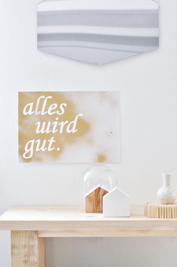 lienzo con mensaje en tonos dorados