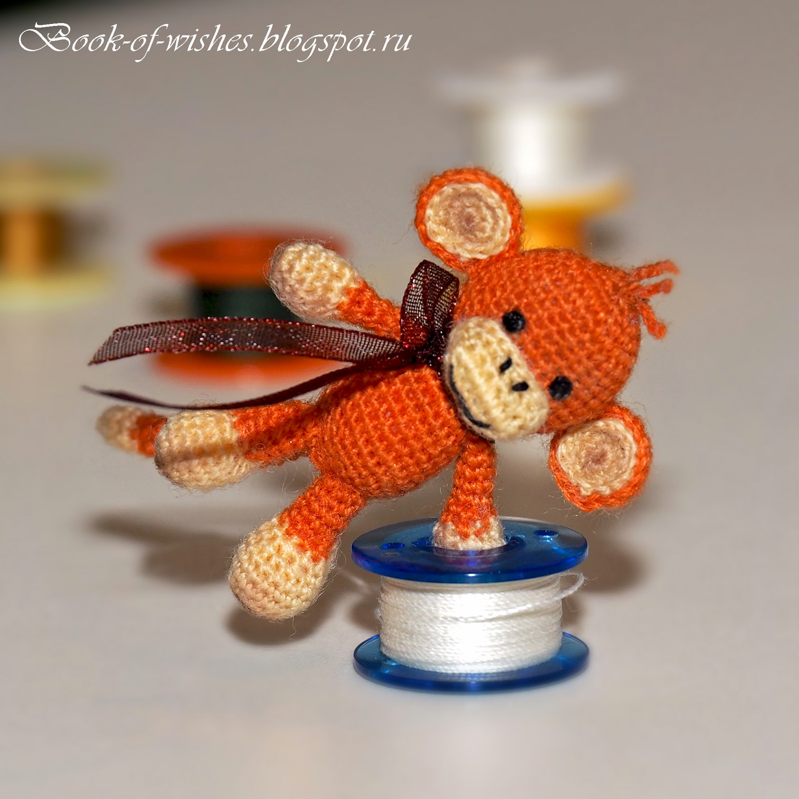 tiny crochet manky