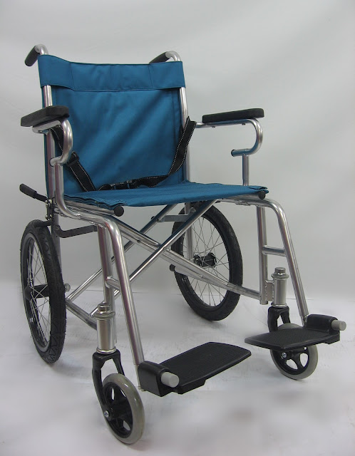 Kerusi roda memindah ringan 轻型交通轮椅 Lightweight transit chair ( net weight 10kg to 12kg )