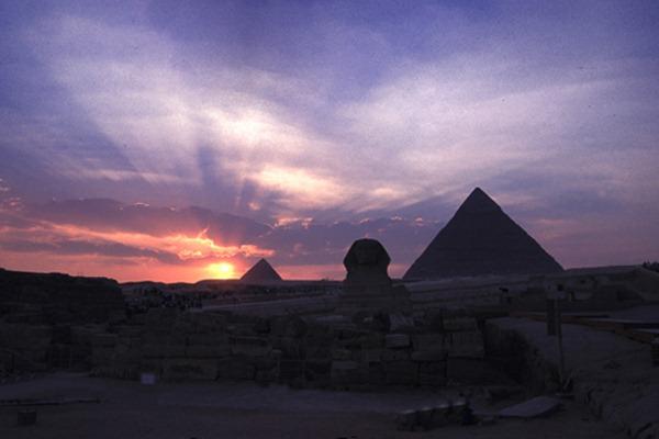 http://silentobserver68.blogspot.com/2012/11/sfinge-di-giza-ci-stanno-dicendo.html