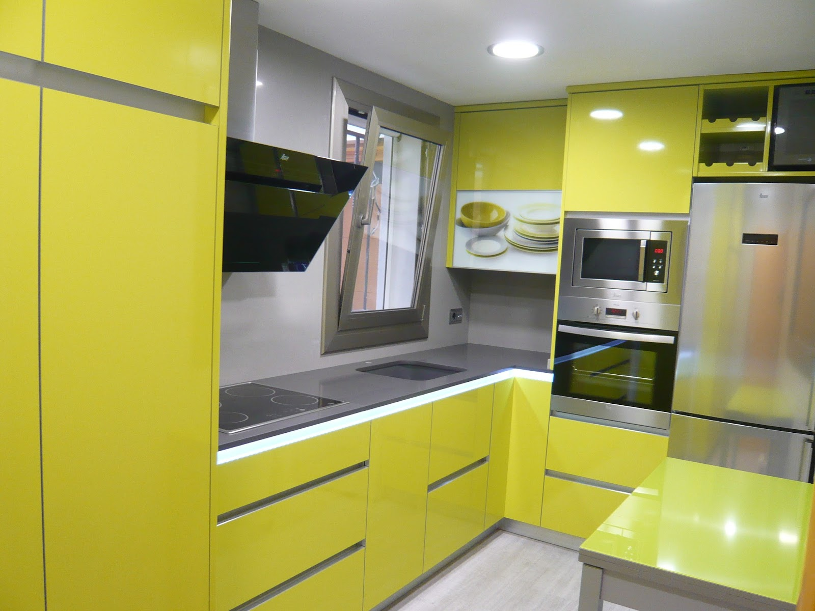 REUSCUINA Mueble de cocina verde pistacho sin tiradores