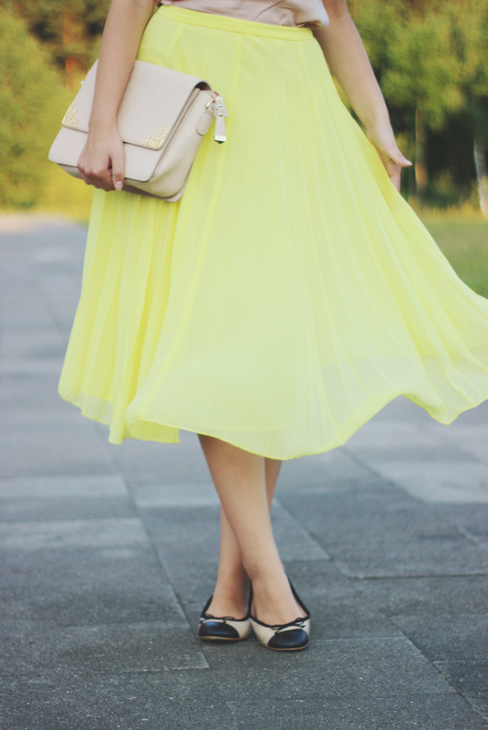 Asos yellow pleated midi skirt fashion style blog