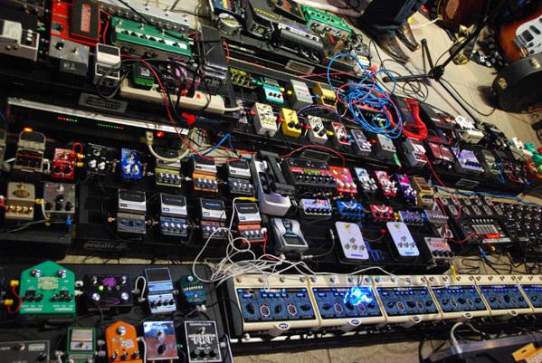 El Heavy Metal, historia, pedales de guitarra, SuperMegapost