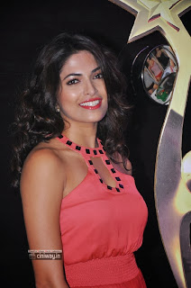 Parvathy-Omanakuttan-at-SIIMA-Awards-2013