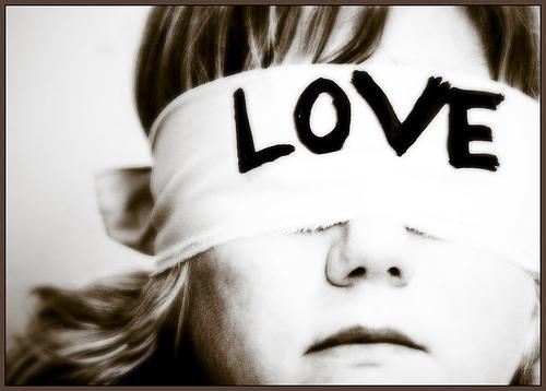 http://2.bp.blogspot.com/-HP5q-tu9764/TkGZKAS-WEI/AAAAAAAAZak/RiX0z0zvetU/s1600/o-amor-e-cego-e-a-loucura-acompanha-o-sempre.jpg