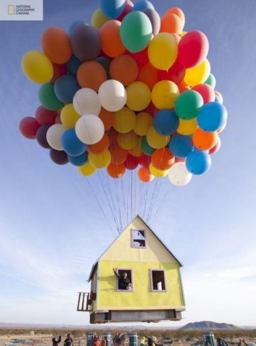 شاهدوا بالصور: ناشيونال جيوغرافيك تقوم بمحاولة ناجحة لصنع بيت البالونات الطائر 201209192025232514